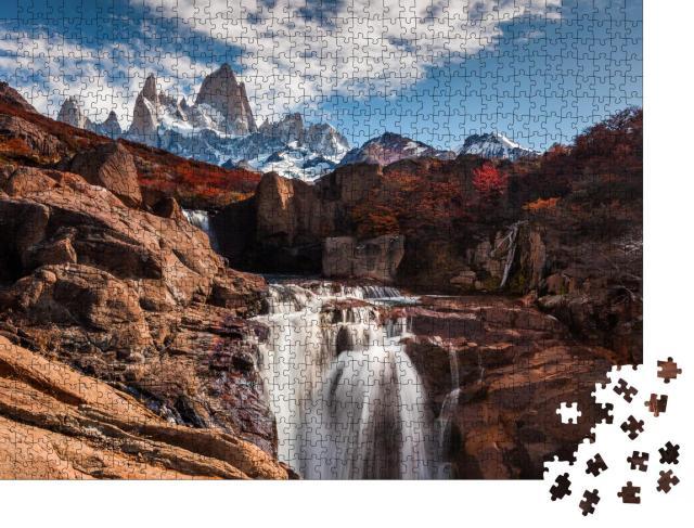 """Puzzle 1000 Teile """"Wasserfall am Fitz Roy Berg. Patagonien, Argentinien"""""""