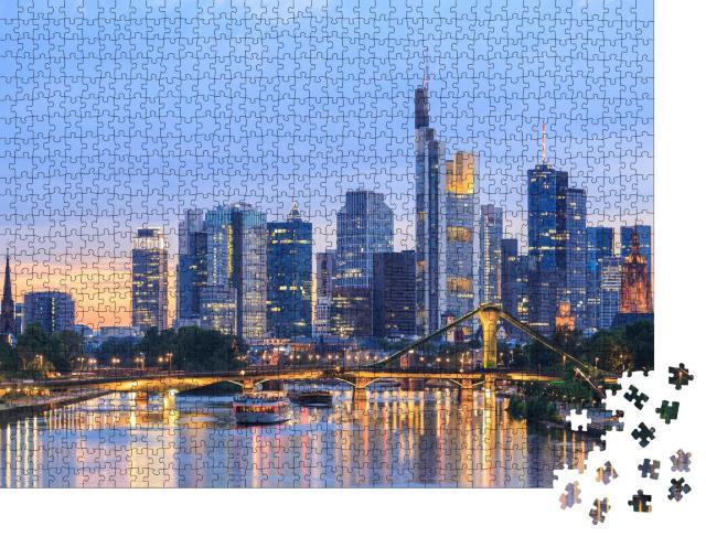 """Puzzle 1000 Teile """"Skyline von Frankfurt am Main in der Abenddämmerung, Deutschland"""""""