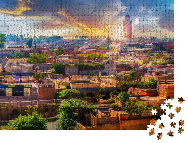 """Puzzle 1000 Teile """"Die Medina überragt die Altstadt von Marrakesch, Marokko"""""""