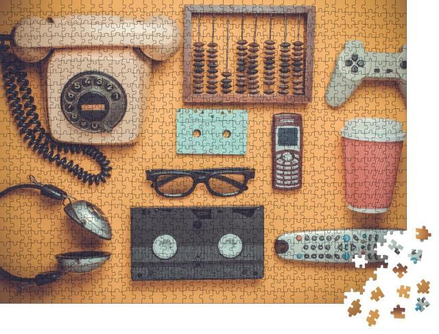 """Puzzle 1000 Teile """"Retro-Objekte auf gelbem Hintergrund"""""""