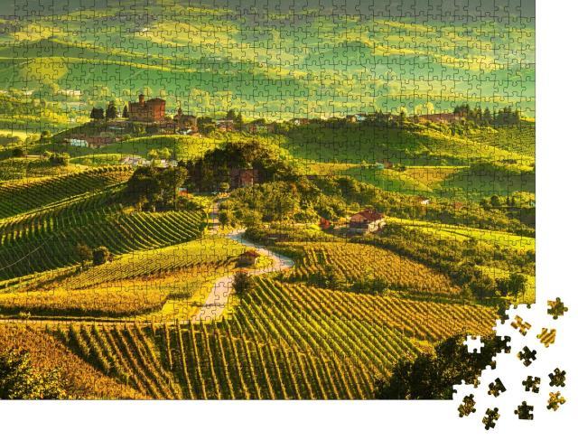 """Puzzle 1000 Teile """"Langhe Weinberge, Sonnenuntergangspanorama, Grinzane Cavour, Unesco-Stätte, Piemont """""""