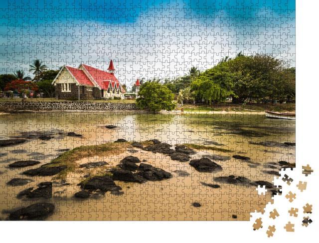 """Puzzle 1000 Teile """"Notre Dame Auxiliatrice: Kirche mit rotem Dach am Cap Malheureux, Mauritius"""""""