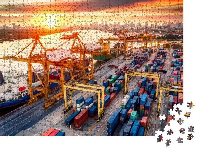 """Puzzle 1000 Teile """"Kranbrücken am Containerhafen bei Sonnenaufgang"""""""