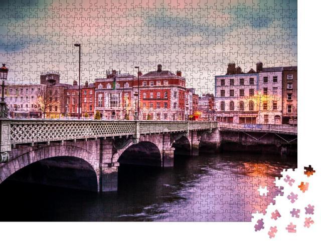 """Puzzle 1000 Teile """"Abendliche Grattan Bridge über dem Liffey, Dublin, Irland"""""""