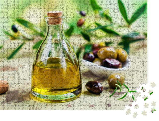 """Puzzle 1000 Teile """"Olivenöl in einer Glasflasche"""""""