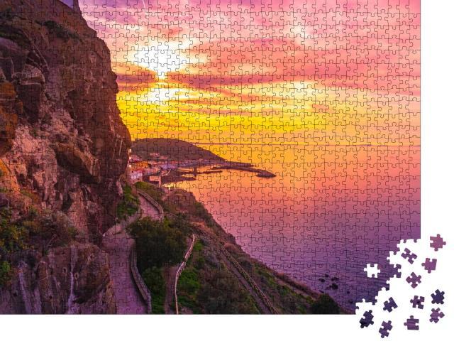 """Puzzle 1000 Teile """"Altstadt von Castelsardo mit alter Gasse, Sardinien, Italien"""""""