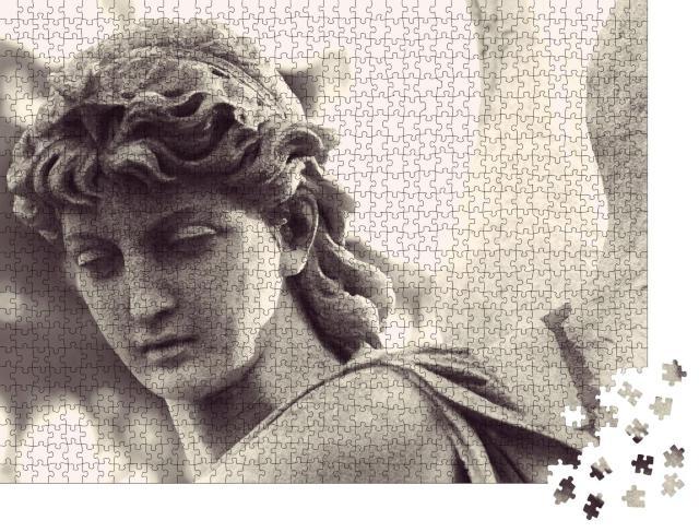 """Puzzle 1000 Teile """"Engelsfigur als Symbol der Liebe, der Güte und des Leidens"""""""