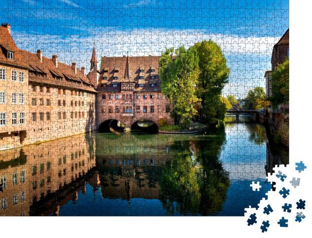"""Puzzle 1000 Teile """"Nürnberg, Heilig-Geist-Spital, das sich spiegelt, Franken, Deutschland"""""""