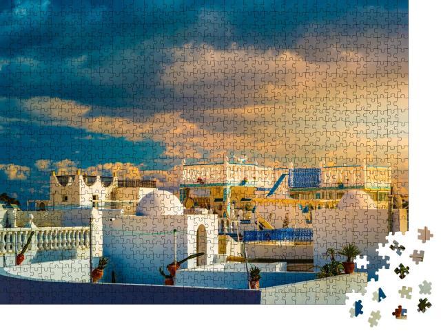 """Puzzle 1000 Teile """"Dramatischer Himmel bei Sonnenuntergang über Medina, Tunesien"""""""