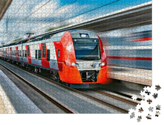 """Puzzle 1000 Teile """"Hochgeschwindigkeitszug rast durch den Bahnhof"""""""