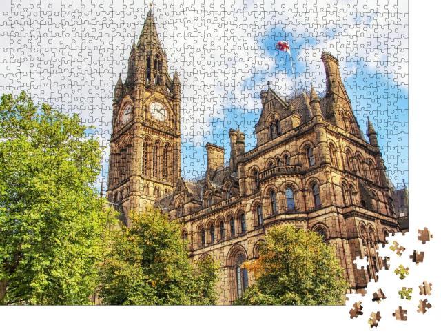 "Puzzle 1000 Teile ""Manchester Town Hall unter bewölktem Himmel"""