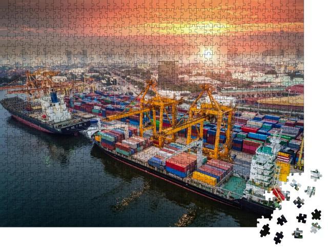 """Puzzle 1000 Teile """"Hafen und Großstadt in der Abenddämmerung"""""""