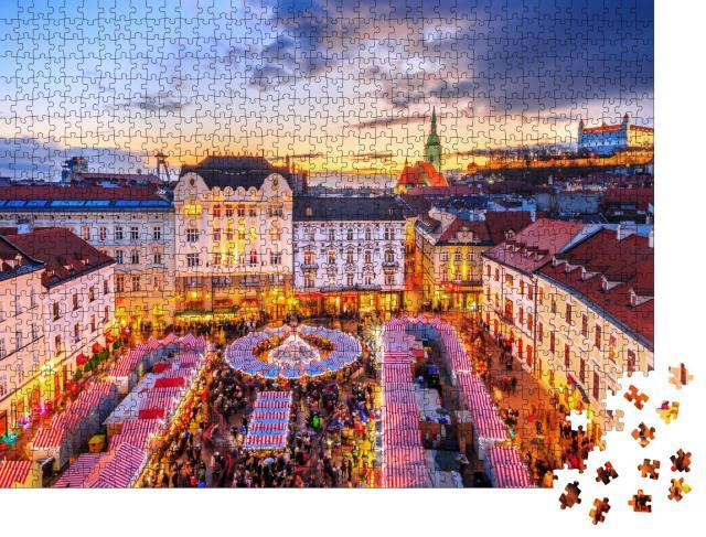 """Puzzle 1000 Teile """"Weihnachtsmarkt im historischen Zentrum von Bratislava, Slowakei"""""""