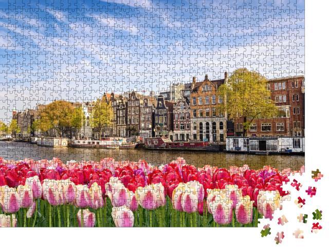 """Puzzle 1000 Teile """"Stadtsilhouette von Amsterdam mit Frühlingstulpen, Niederlande"""""""