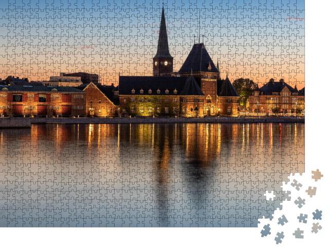 """Puzzle 1000 Teile """"Hafen in Aarhus: Dänemark zur blauen Stunde"""""""