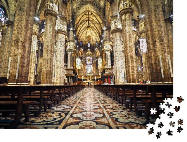 """Puzzle 1000 Teile """"Aufnahme einer Kirche von innen mit Blick auf den Altar, Licht durchflutet den Raum"""""""