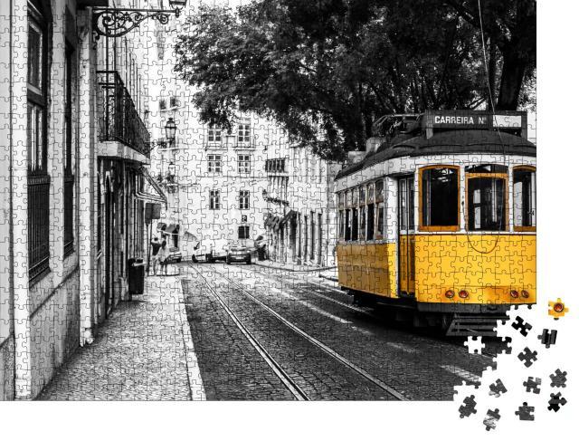 """Puzzle 1000 Teile """"Gelbe Straßenbahn auf alten Straßen von Lissabon, Portugal"""""""