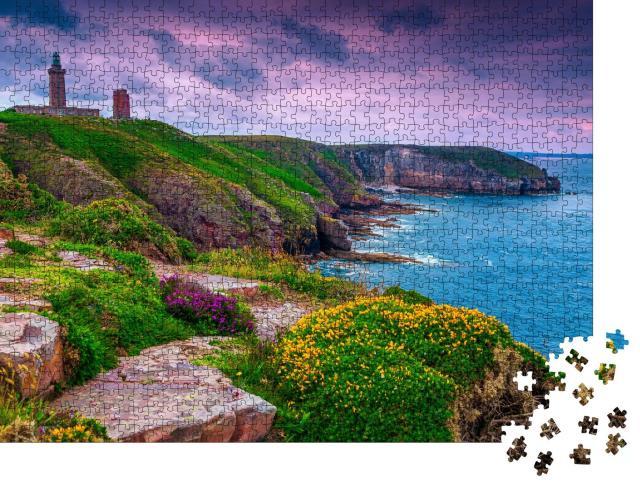 """Puzzle 1000 Teile """"Leuchtturm von Cap Frehel an der felsigen Küstenlinie der Bretagne, Frankreich,"""""""
