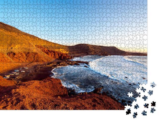 """Puzzle 1000 Teile """"Bucht El Golfo mit Fischerbooten bei Sonnenuntergang, Lanzarote, Spanien"""""""