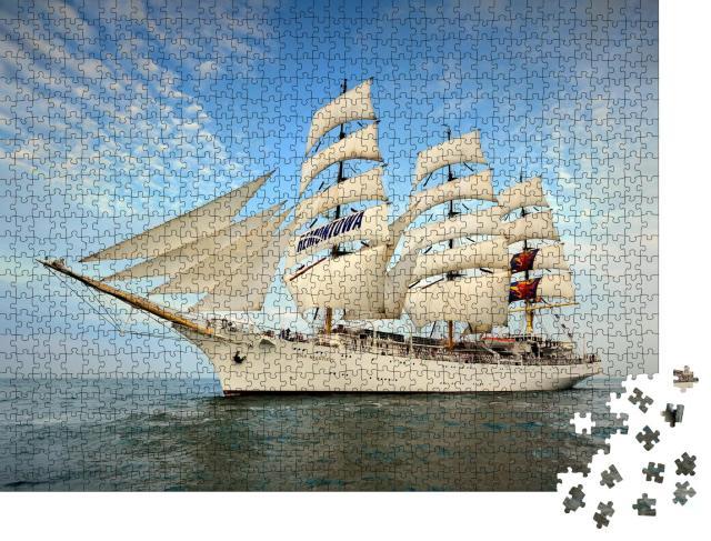 """Puzzle 1000 Teile """"Dreimaster-Segelschiff unter vollen Segeln"""""""