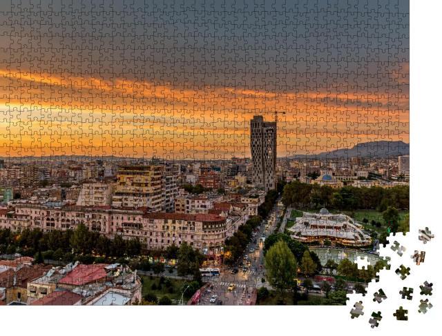 """Puzzle 1000 Teile """"Fantastischer Sonnenuntergang über Tirana, Hauptstadt von Albanien"""""""