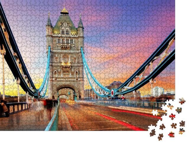 """Puzzle 1000 Teile """"Abendlicht über der Tower Bridge in London"""""""