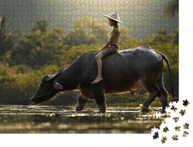 """Puzzle 1000 Teile """"Junge und Wasserbüffel, Kambodscha"""""""