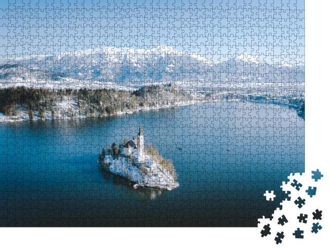 """Puzzle 1000 Teile """"Panoramablick auf den malerischen Bleder See, Winter, Slowenien"""""""