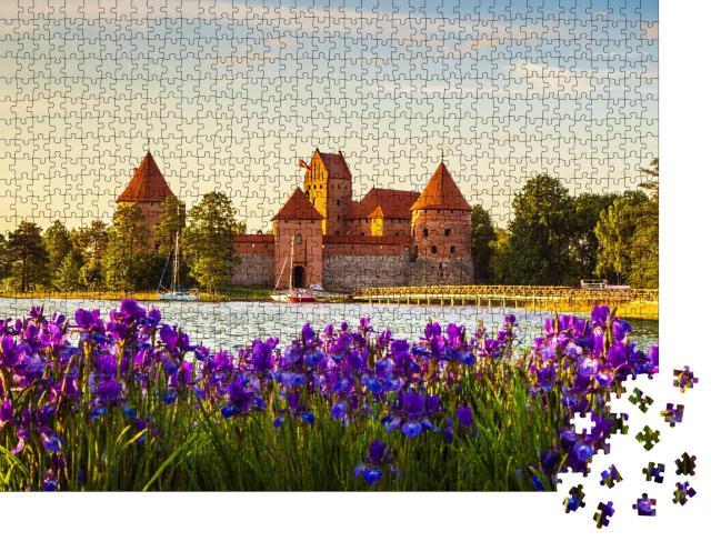 """Puzzle 1000 Teile """"Die Burg der Insel Trakai, Sehenswürdigkeit in Litauen"""""""