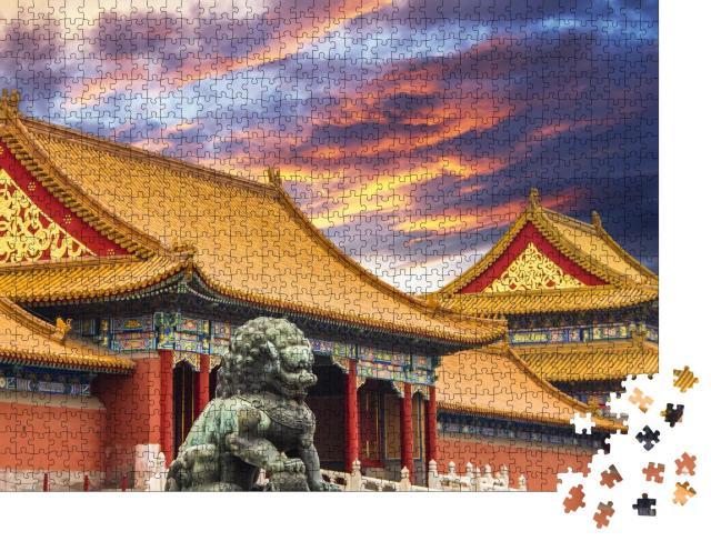 """Puzzle 1000 Teile """"Die Verbotene Stadt in Peking, China, goldene Dächer, Löwenstatue"""""""