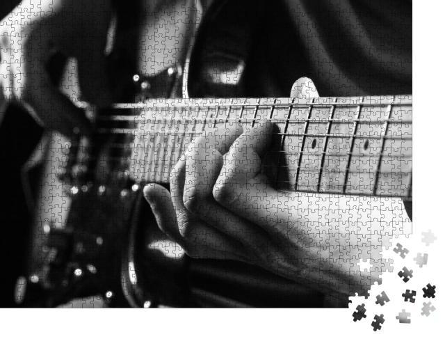 """Puzzle 1000 Teile """"Gitarrenspiel, schwarz-weiß"""""""