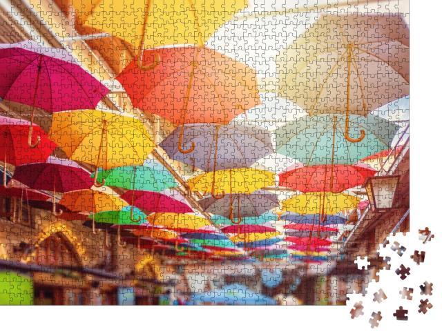 """Puzzle 1000 Teile """"Regenschirme über den Straßen von Limassol, Zypern"""""""