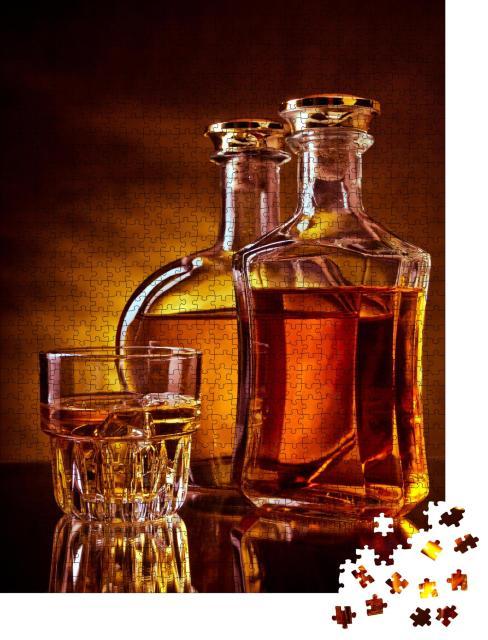 """Puzzle 1000 Teile """"Glas mit Eiswürfeln und zwei Flaschen Whisky"""""""