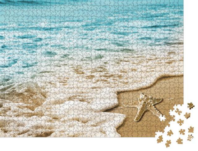 """Puzzle 1000 Teile """"Seestern in den weichen Wellen am Meeresufer"""""""