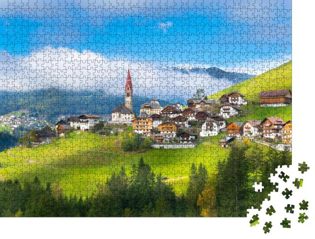 """Puzzle 1000 Teile """"Schöne Aussicht auf Pieve di Marebbe, Bozen, Italien"""""""