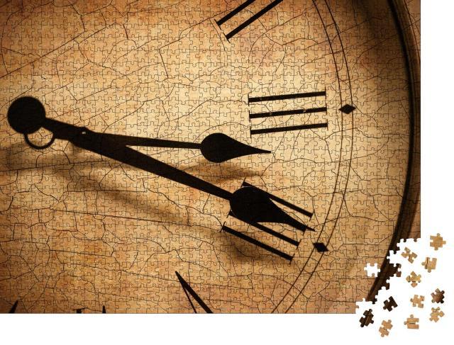 """Puzzle 1000 Teile """"Klassisches Uhrenziffernblatt mit Rissen, Nahaufnahme einer Uhr """""""