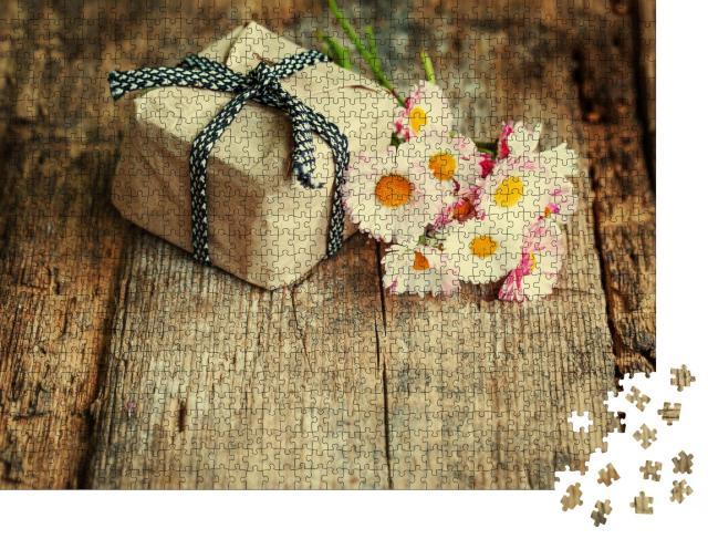 """Puzzle 1000 Teile """"Ein kleines Geschenk mit Gänseblümchen"""""""