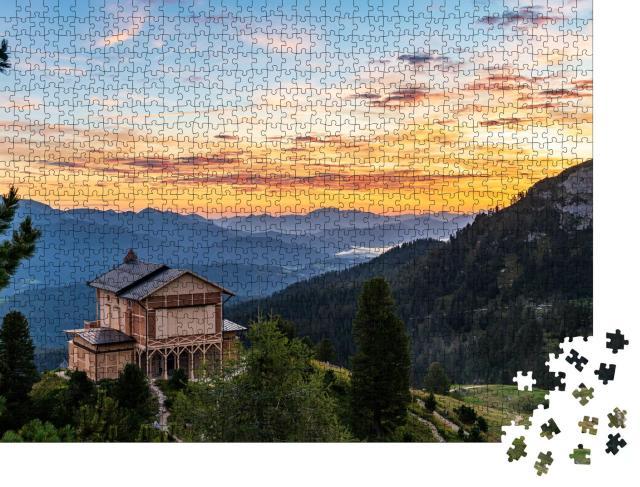 """Puzzle 1000 Teile """"Sonnenaufgang über dem Königshaus von Ludwig II auf dem Schachen"""""""