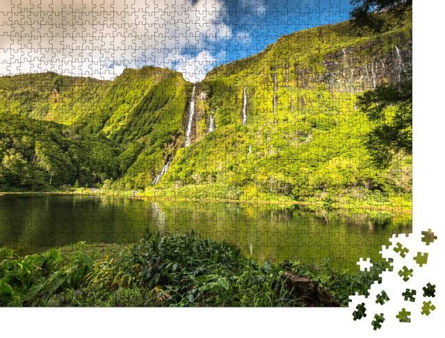 """Puzzle 1000 Teile """"Die grünen Klippen der Insel Flores, Azoren, Portugal"""""""