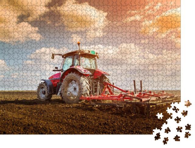 """Puzzle 1000 Teile """"Arbeit auf dem Land: Bodenvorbereitung mit Saatbettkultivator, Traktor"""""""