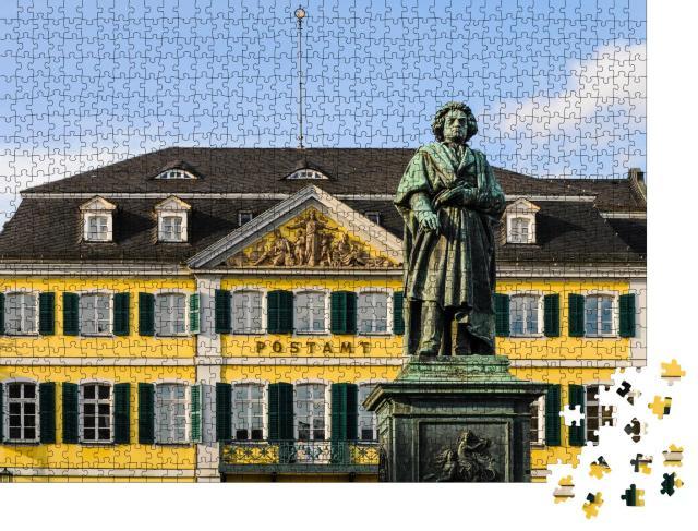 """Puzzle 1000 Teile """"Schönes Beethoven-Denkmal vor Postamt in Bonn, Deutschland"""""""