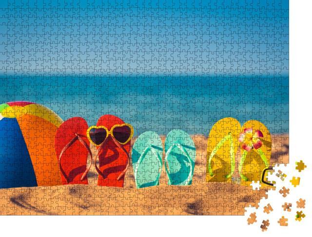 """Puzzle 1000 Teile """"Witzig dekorierte Flip-Flops am Strand"""""""