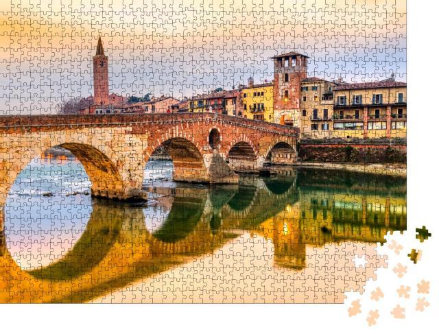 """Puzzle 1000 Teile """"Abendstimmung über Etsch und Ponte di Pietra in Verona, Italien"""""""