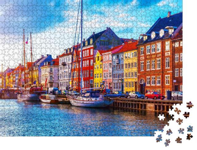 """Puzzle 1000 Teile """"Sonnenuntergang mit Blick auf den Pier in Nyhavn: Schiffe, Yachten und farbige Häuser"""""""