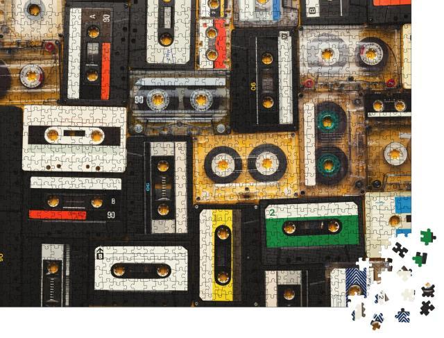 """Puzzle 1000 Teile """"Retro-Audiokassettenbänder auf beigem Hintergrund"""""""