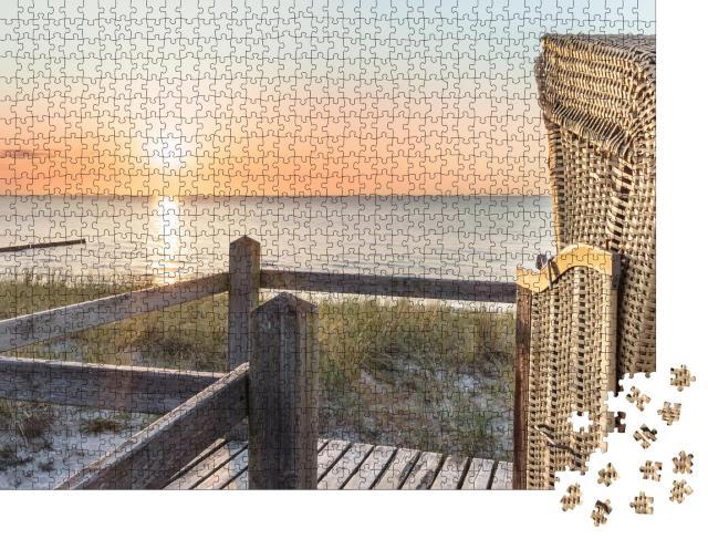 """Puzzle 1000 Teile """"Romantischer Sonnenuntergang und Strandkorb am Ostseestrand"""""""