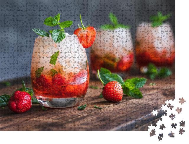 """Puzzle 1000 Teile """"Mojito mit Erdbeeren und Minze"""""""