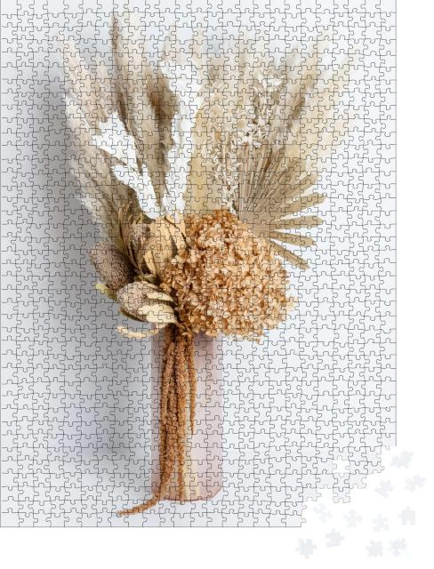 """Puzzle 1000 Teile """"Trockenblumenarrangement mit Banksia, Hortensien, Pampasgras, Palmwedeln"""""""