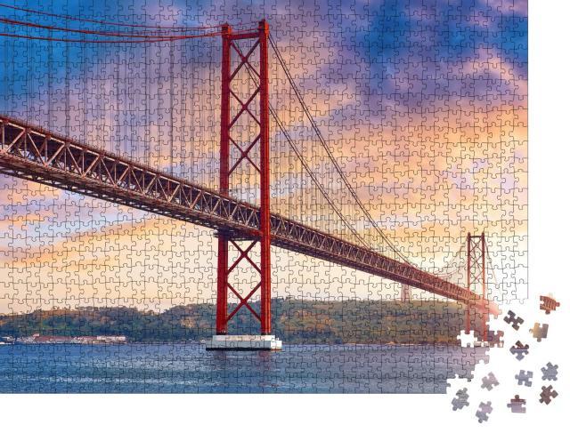 """Puzzle 1000 Teile """"Ponte 25 de Abril über dem Fluss Tejo in Lissabon, Portugal"""""""