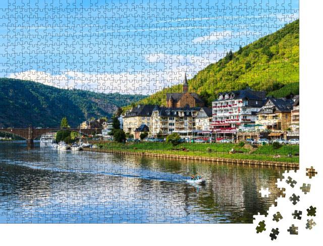 """Puzzle 1000 Teile """"Schöner Blick auf die Weinstadt Cochem an der Mosel in Deutschland"""""""
